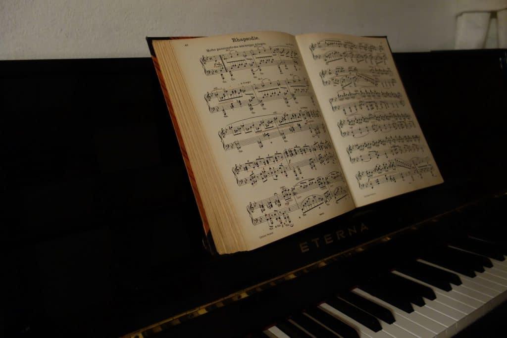 8 häufige Fehler beim Klavier üben, die deinen Fortschritt verlangsamen